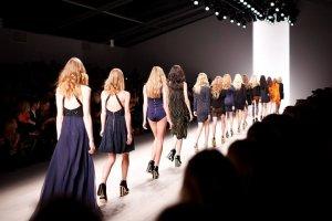Ötvenes nők titka: korunknak és egyéniségünknek megfelelő ruhát válasszunk.