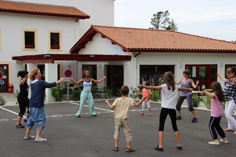 Sportok 50 felett, Zumba: A vidám zene, a közös táncos mozgás remek hangulatjavító.